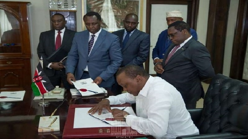President Uhuru Kenyatta signing into law the Health Laws (Amendment) Bill of 2018