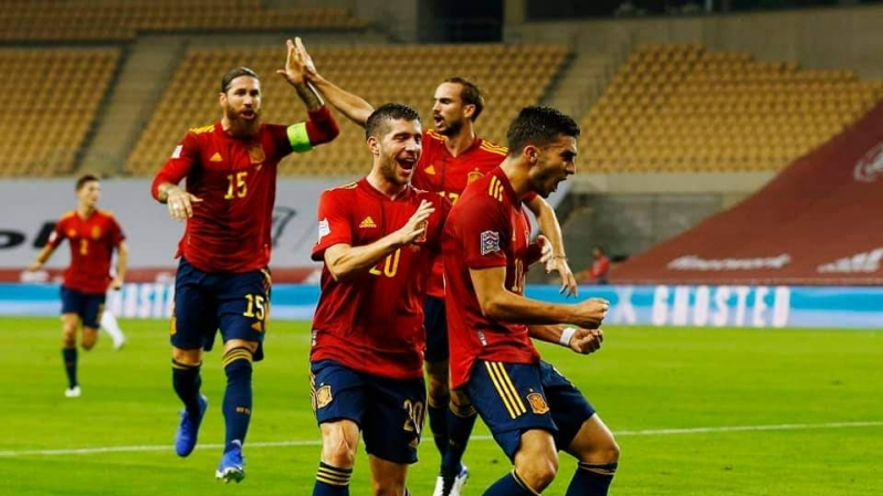 Ferran Torres celebrating his goal against Germany alongside Sergio Ramos and other Spain player in the UEFA Nations League match